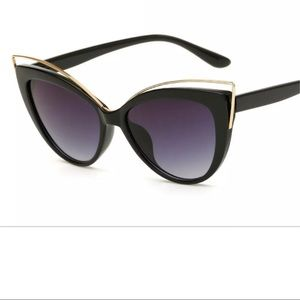 Accessories - Stunning Retro Gold Black Cat Eye Sunglasses